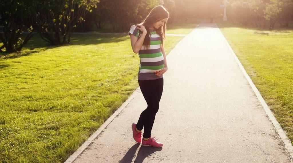 Pregnant women practice summer